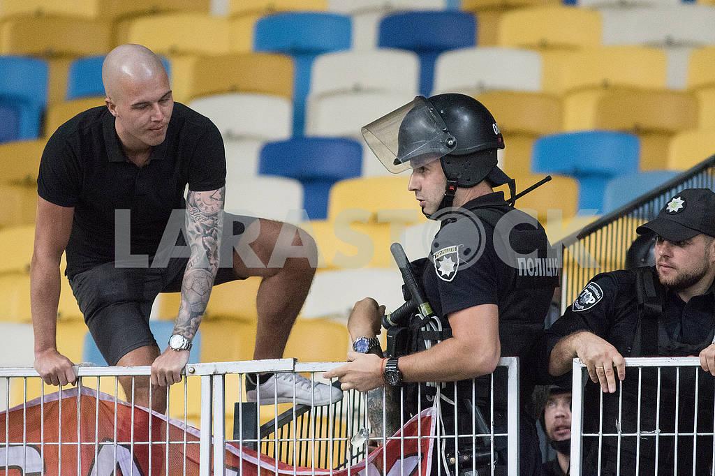 Болельщик Аякса и полицейские — Изображение 73870