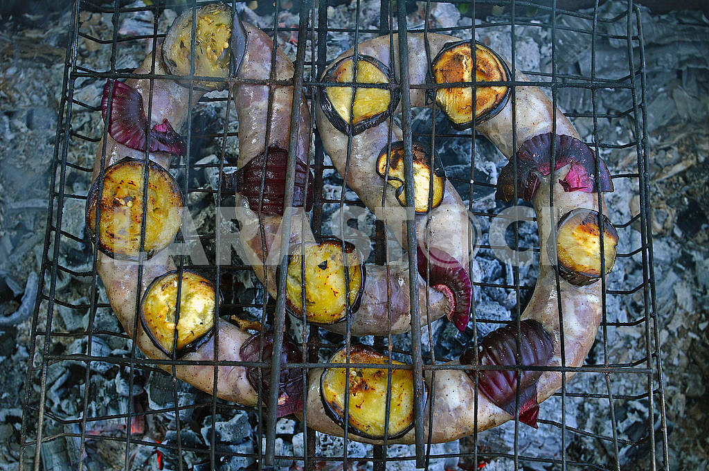Sausage roasting on burning embers outdoors on a picnic — Image 73894