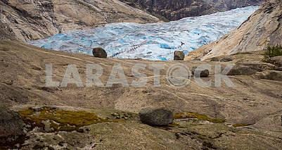 Tourists on the glacier Nigardsbryn