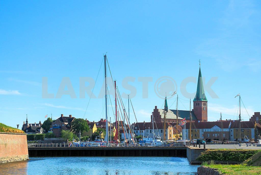 Яхты и корабли у замка Кронборг — Изображение 74146