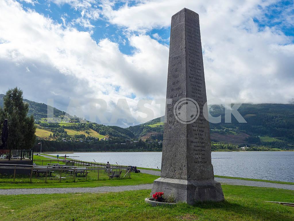 Памятник на берегу озера Вангсватнет — Изображение 74161