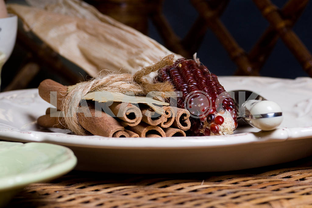 Трубочки корицы и кукуруза — Изображение 74210