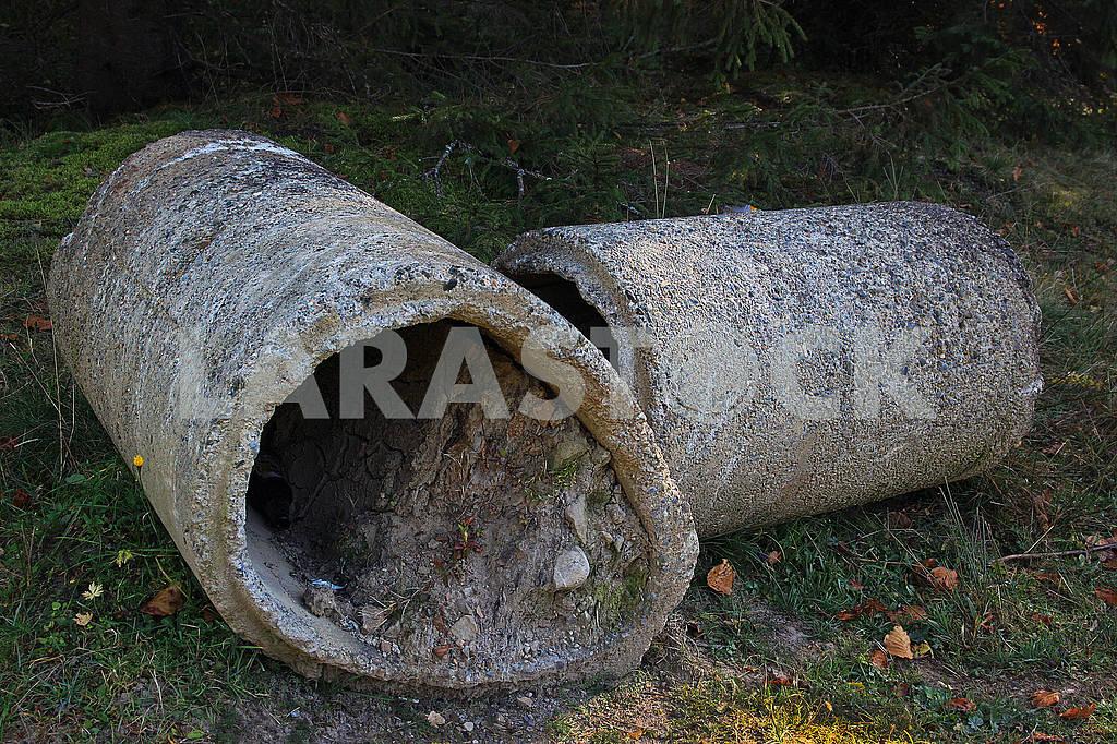 Старі бетонні труби на землі — Изображение 74238