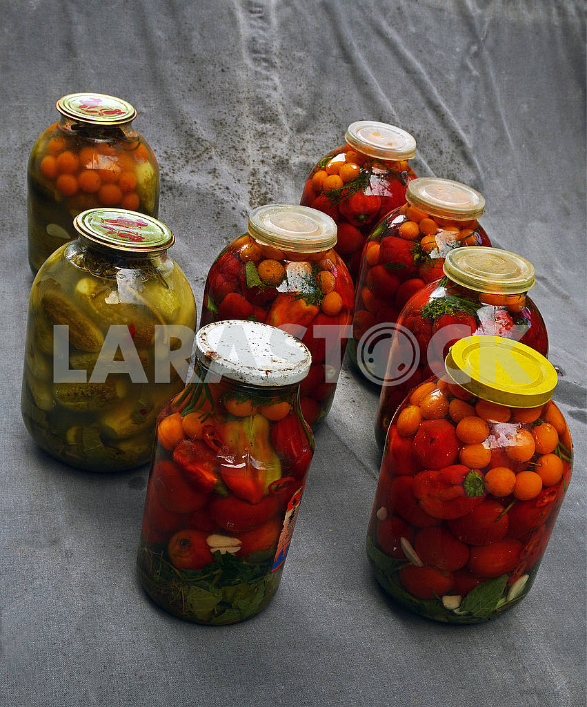 Marinated and leftover cans of various vegetables — Image 74399