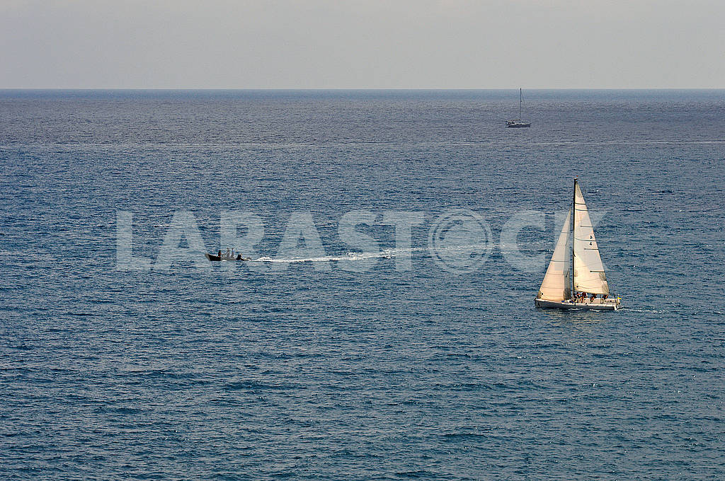 A quiet afternoon scene at sea — Image 74443