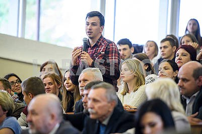 Студенты и преподаватели в Тернополе