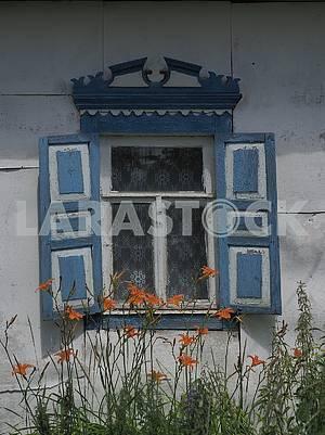 Окна старого дома