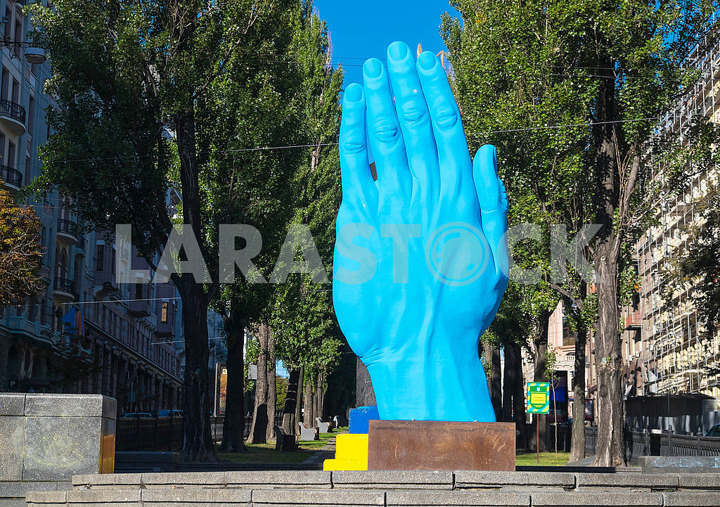 Инсталяция Синяя рука — Изображение 74750