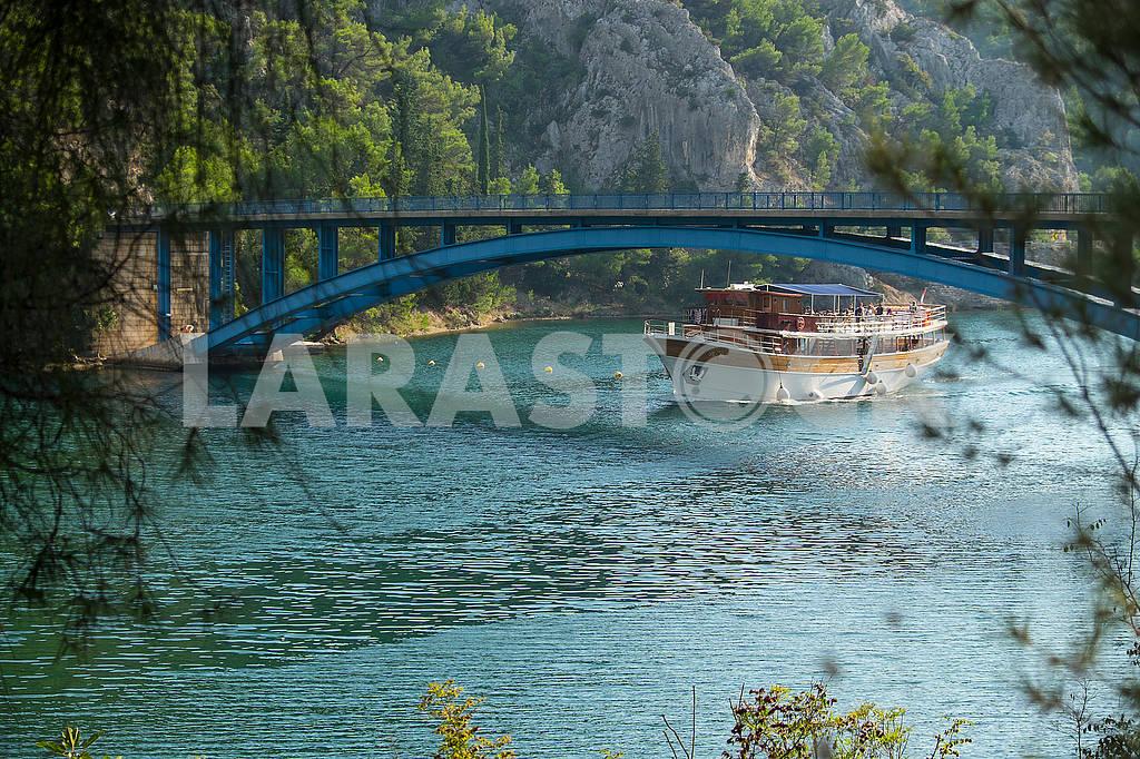 Корабль под мостом — Изображение 74839