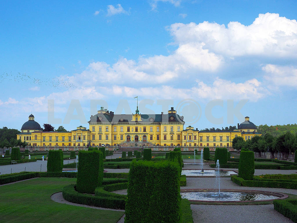 Park and Royal Palace in Stockholm — Image 74932