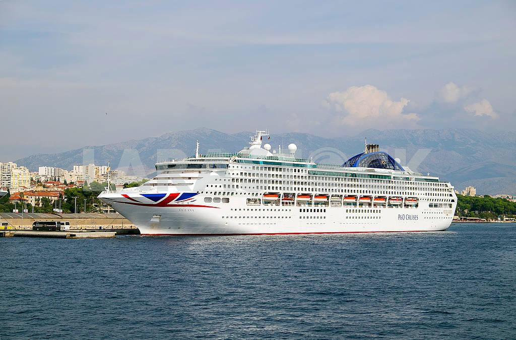 Cruise ship Oceana — Image 74968