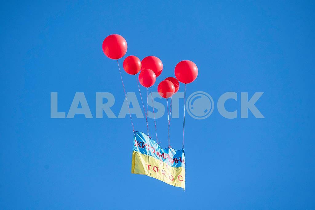 Флаг Украины в воздухе — Изображение 75111