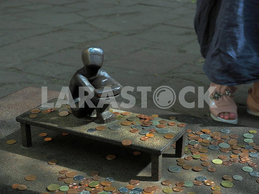"""Cкульптура  """"Мальчик, смотрящий на луну"""" — Изображение 75191"""