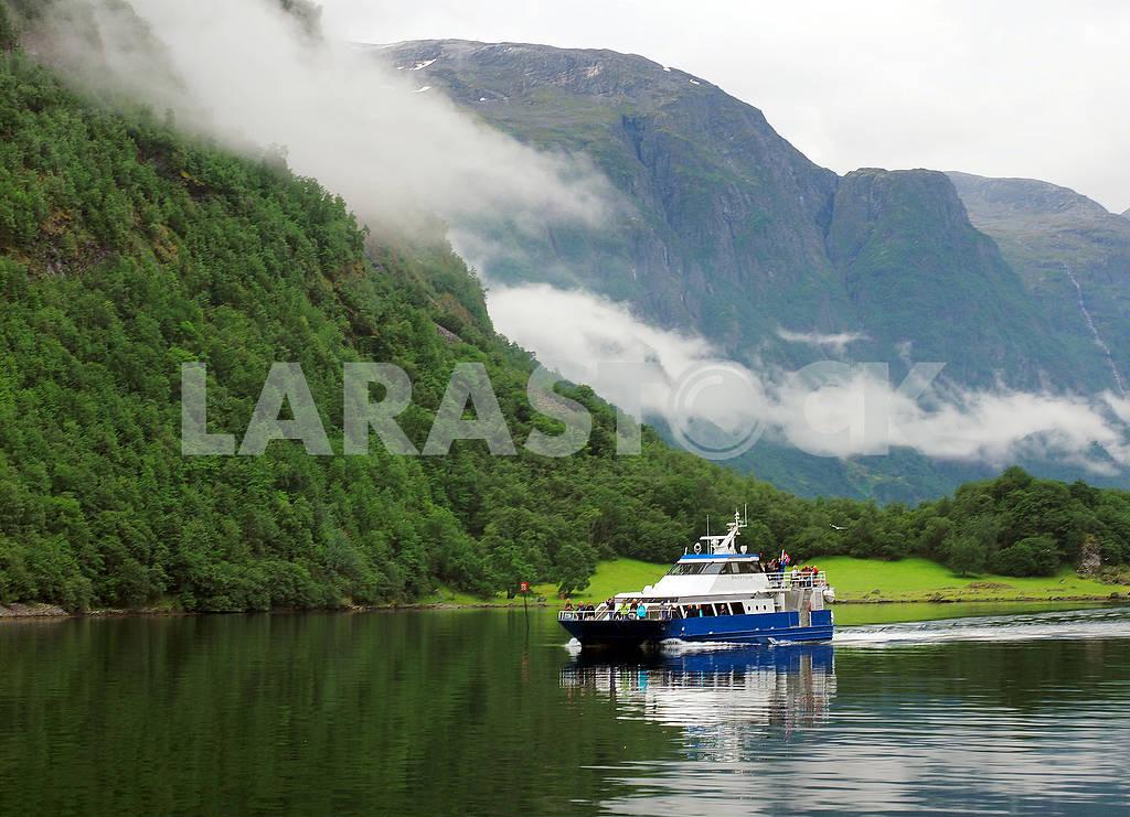 Туристический корабль в Хардангенфьорде — Изображение 75205