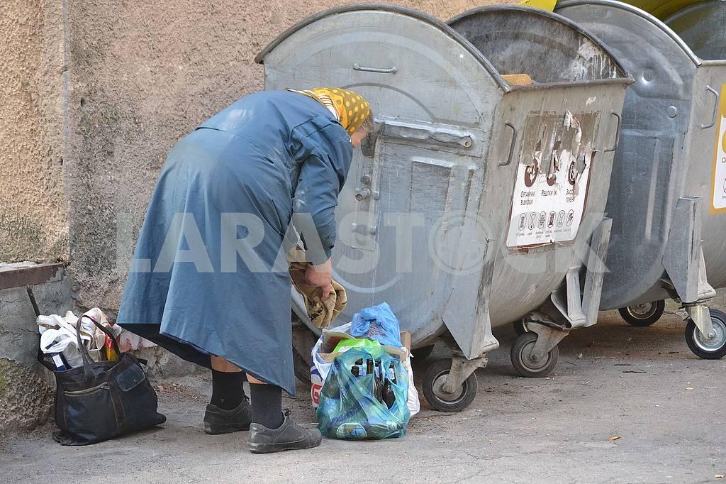 Старость на мусорке — Изображение 75388
