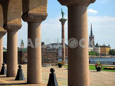 Колонада и памятник Энгельбректу в Стокгольме