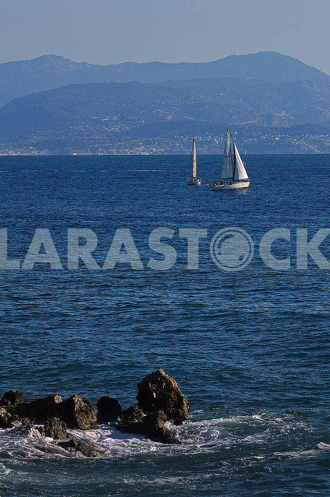Two of sailing boats floating on the sea — Image 75609