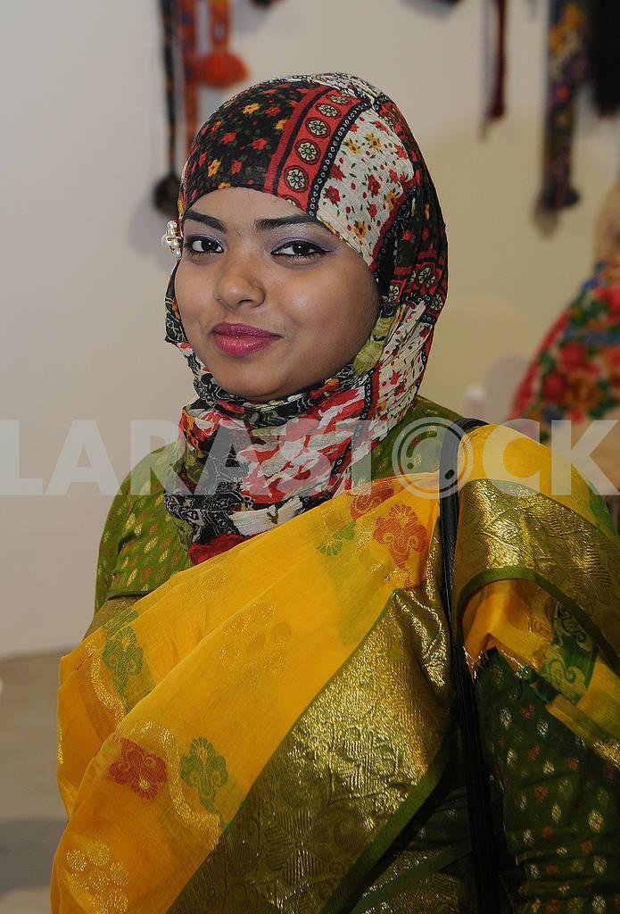 Девушка в индийском костюме — Изображение 75667