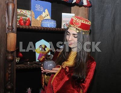 Девушка в крымско-татарском костюме