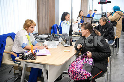 Employees of the Center for Social Services communicates with the visitor
