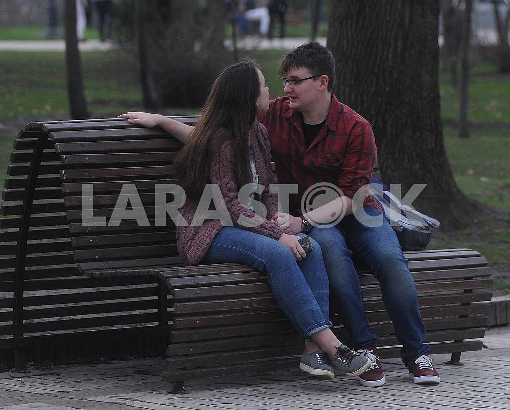 Молодые люди в парке — Изображение 75856