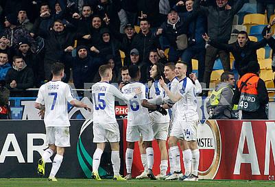 Игроки Динамо радуются голу