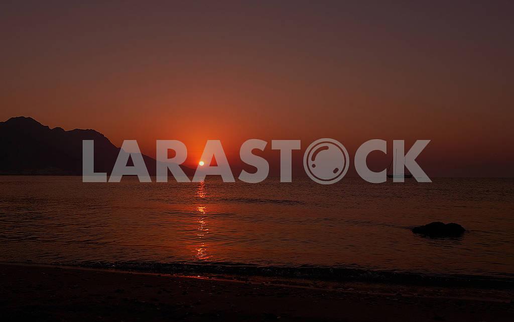 Красный рассвет на море — Изображение 75980