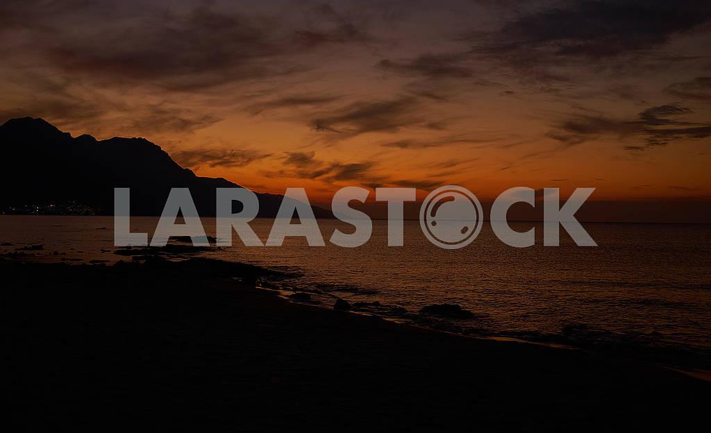 Красивые ночные облака и красный рассвет на море — Изображение 75981
