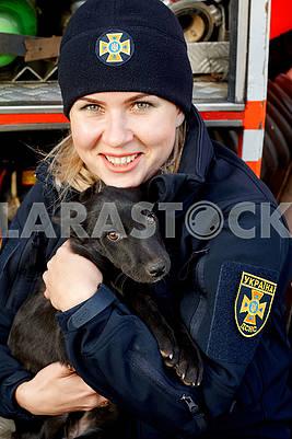 Девушка-спасатель и пес