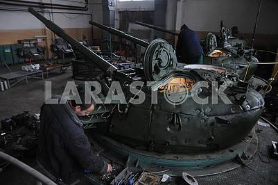 В цехе Киевского бронетанкового завода