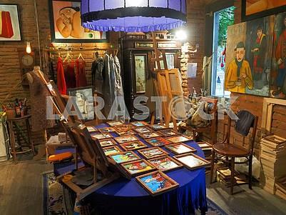 Картины в арт-салоне Кон-Тики