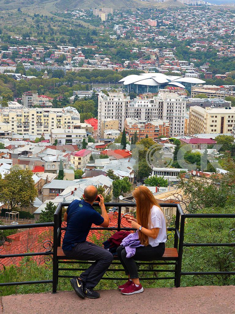 Люди на смотровой площадке, Тбилиси — Изображение 76463