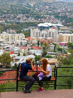 Люди на смотровой площадке, Тбилиси