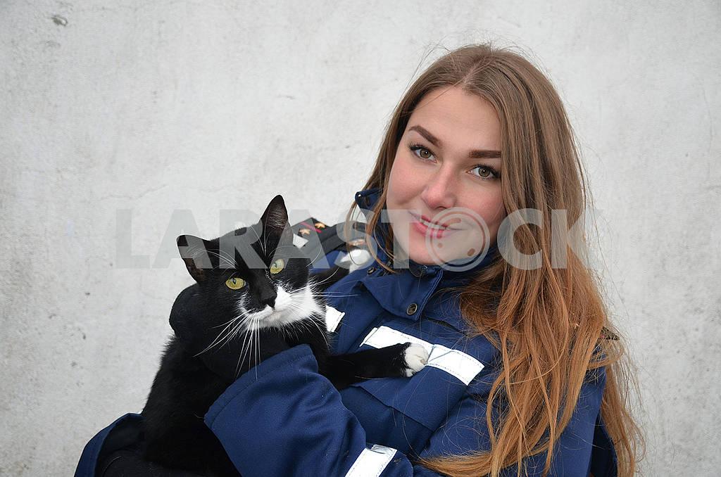 Rescue girl and cat — Image 76823