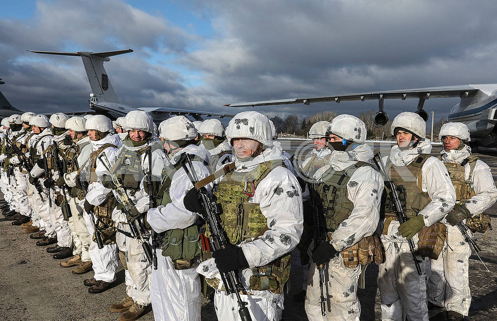 Warriors paratroopers in winter camouflage — Image 76832