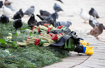 Bouquets in memory of victims of the famine