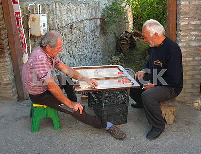 Men play backgammon