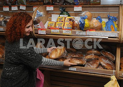 The seller lays out the bread on the shelf