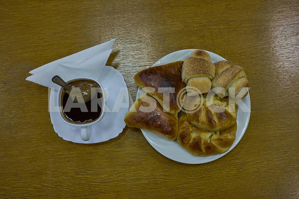 Fresh buns and patty on a plate with cap of coffee — Image 77262