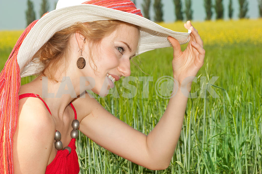 Portrait of a beautiful young woman in a white hat — Image 7741