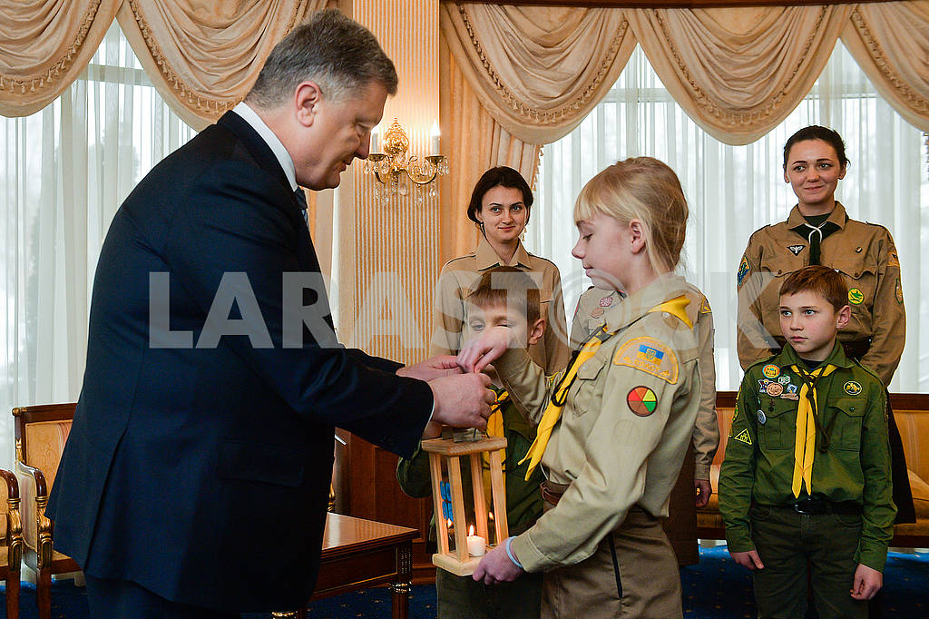 Ukrainian plastuny and Petro Poroshenko — Image 77554
