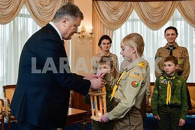 Ukrainian plastuny and Petro Poroshenko