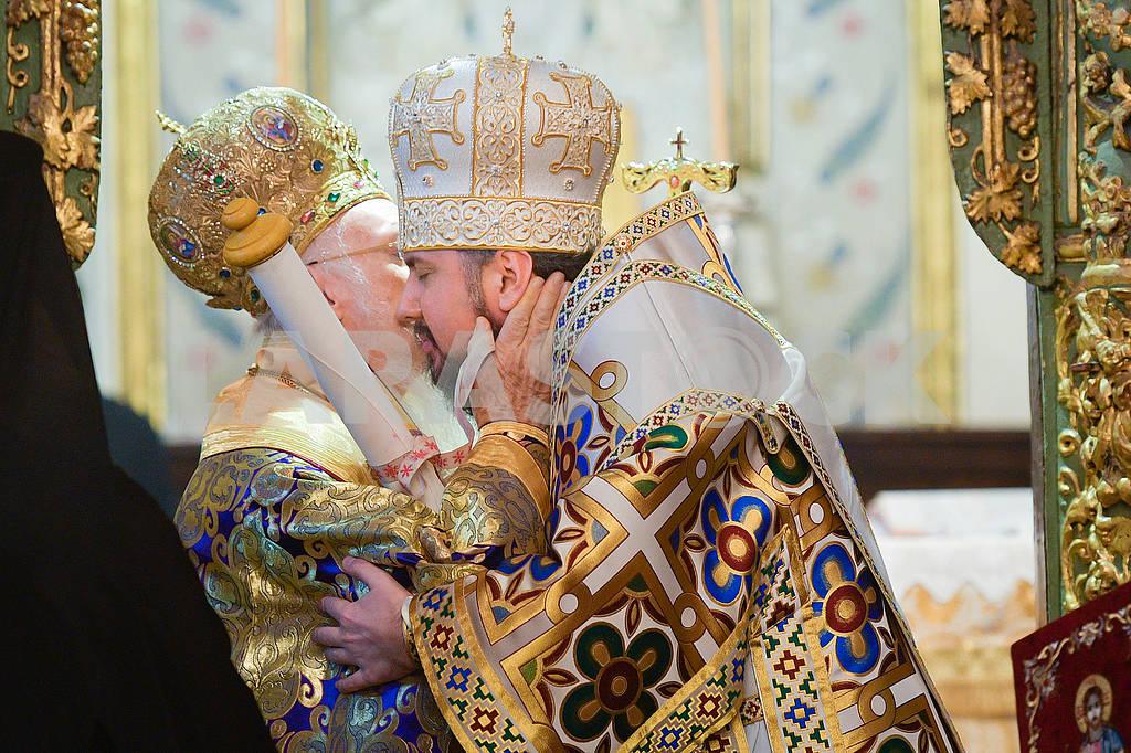 Bartholomew kisses Epiphania — Image 77825