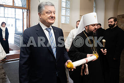 Petro Poroshenko, Metropolitan Epiphanius keep tomos