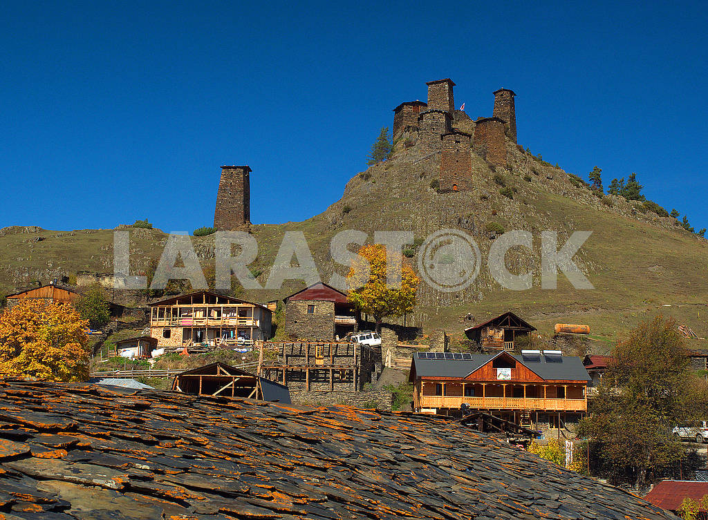 The roof of the house, Upper Omalo and Keselo fortress — Image 77882