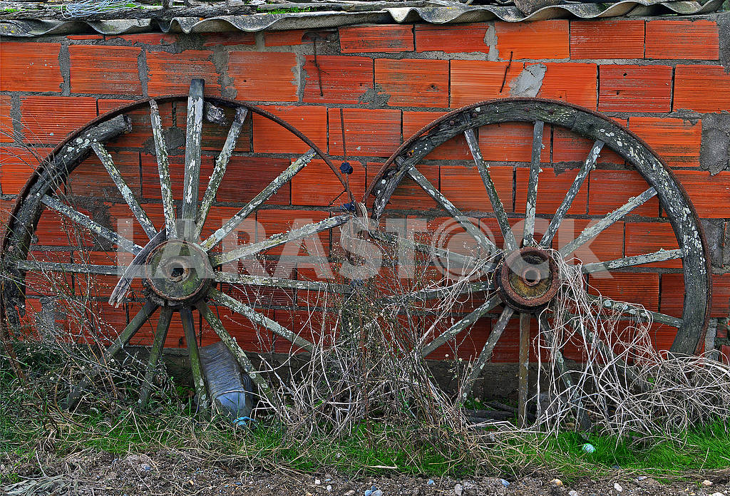 Two very old wheels — Image 78051