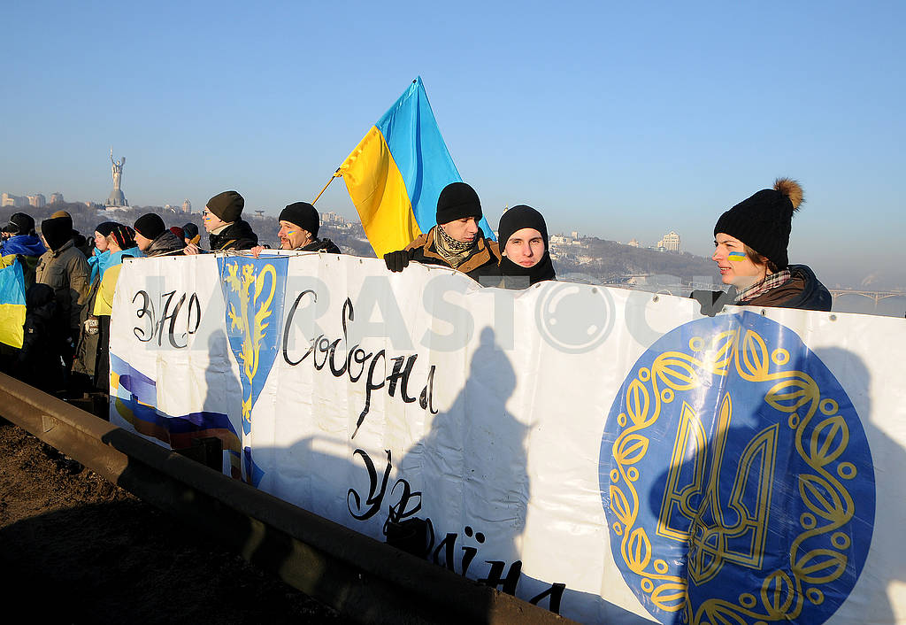 "Participants in the action ""Unite the banks of the Dnieper"" by a living chain ""of Sobornost"" — Image 78139"