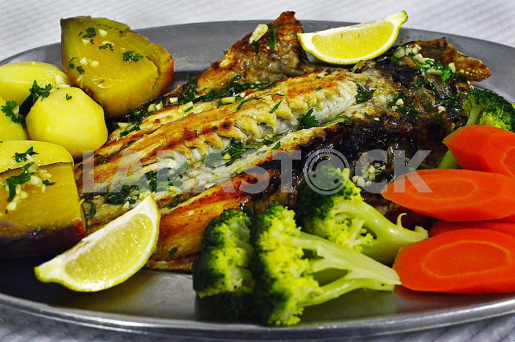 Fish dishes of Dorada (Sparus aurata) — Image 78159