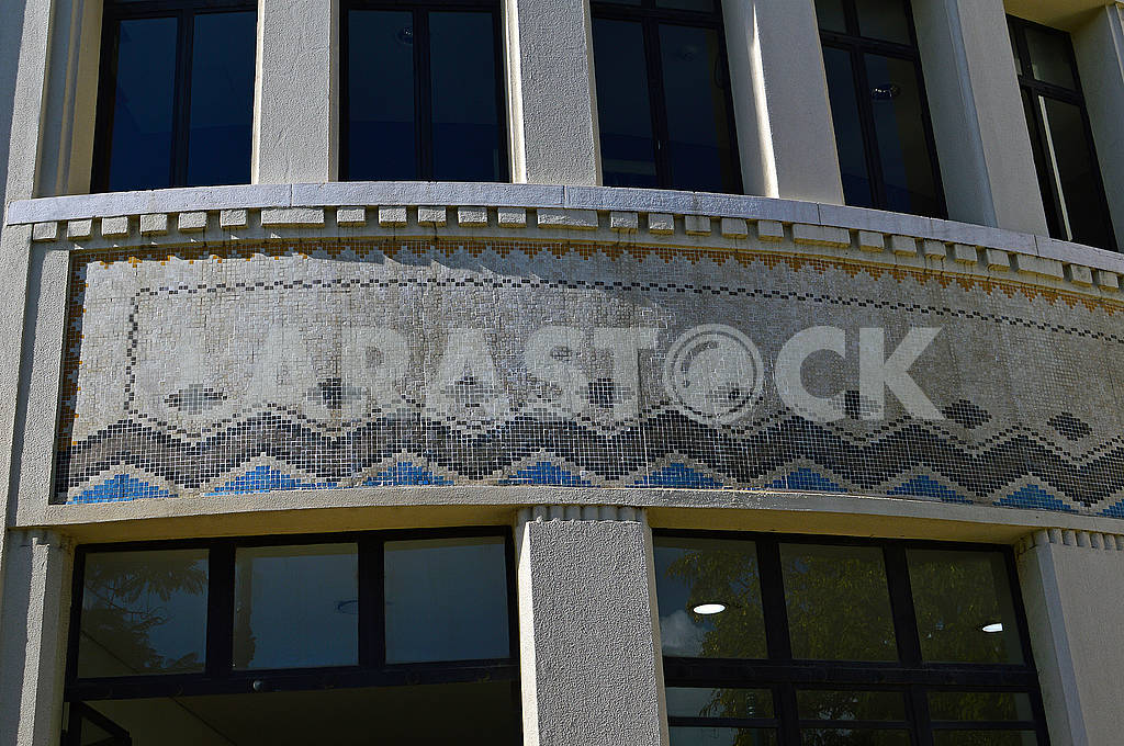 Fragment of the facade of the house decorated with colored ceramic tiles — Image 78485