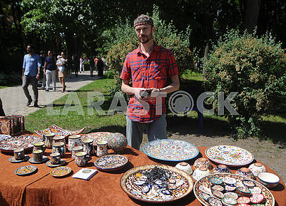 Selling traditional Islamic tableware